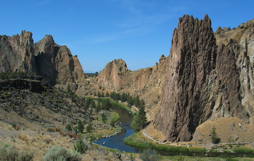 Fig. 1: The heart of Smith Rock State Park with the Crooked River meandering below sheer cliffs of tuff and basalt.